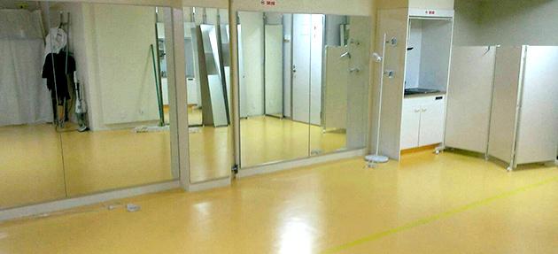 新宿にあるレンタルスタジオの鏡